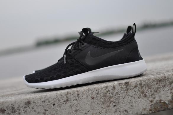 Nike Juvenate Zwart | Sneakersenzo