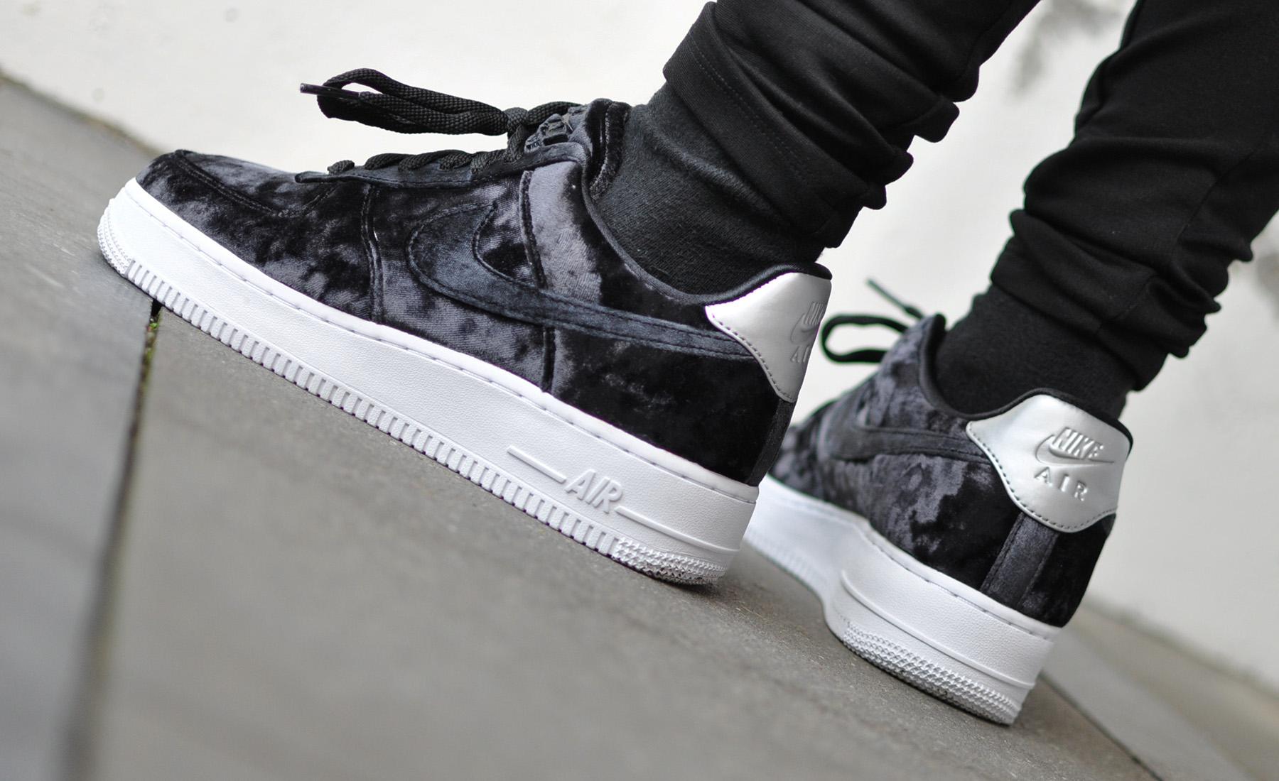 Nike Air Force 1 Velvet Black